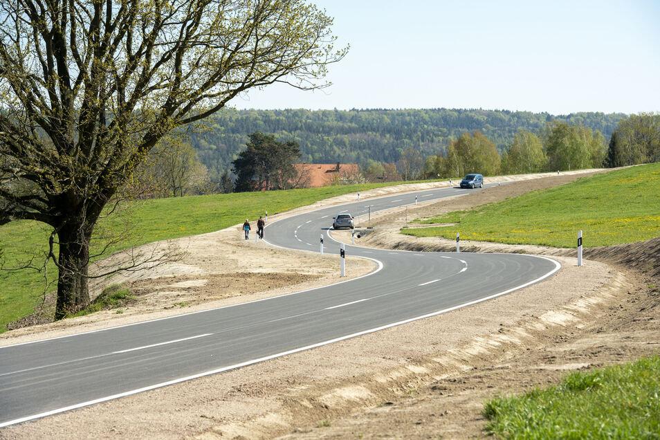 Die Straße zwischen Struppen und Naundorf ist ab sofort wieder befahrbar. Andere Baumaßnahmen an Kreisstraßen befinden sich in der Schwebe.