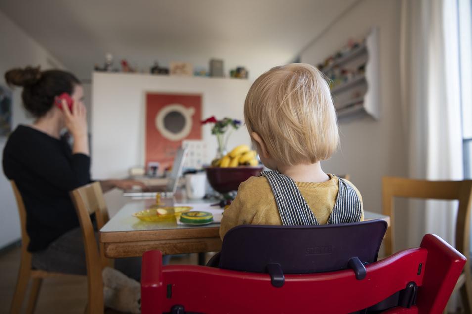 Eltern, die nicht zur Arbeit gehen, können 67 Prozent des Nettoeinkommens als Entschädigung vom Staat erhalten.