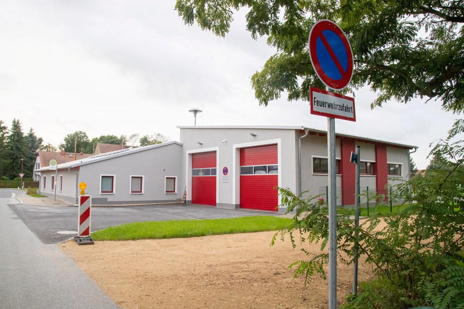 Das Depot am Abzweig Mückenhain besteht aus zwei zusammengesetzten Häusern: dem Sozialtrakt und der Halle für zwei Fahrzeuge.