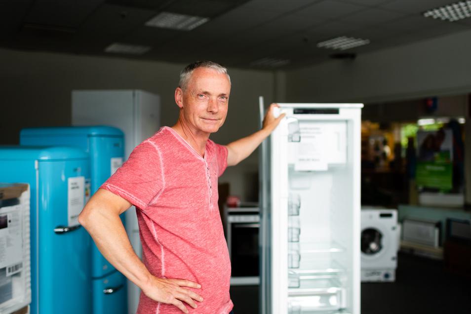 Gernot Lippmann betriebt seit 25 Jahren im EKZ Radeberg die EP: Elektro Welt. Ende des Monats ist Schluss. Er sieht mit einem guten Gefühl in die Zukunft, wie er sagt.