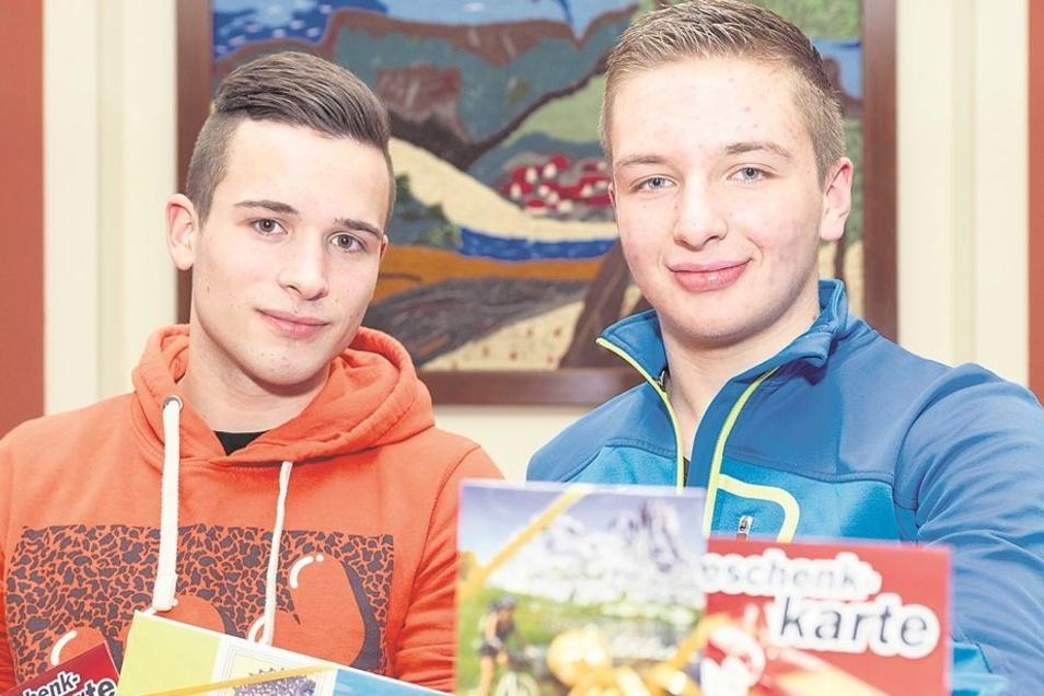 Wilhelm Beckert (links) vom Sebnitzer Goethe-Gymnasium und Steven Hoyer von der Friedrich-Schiller-Oberschule Neustadt haben geholfen, einen Ladendieb zu schnappen. Foto: Steffen Unger