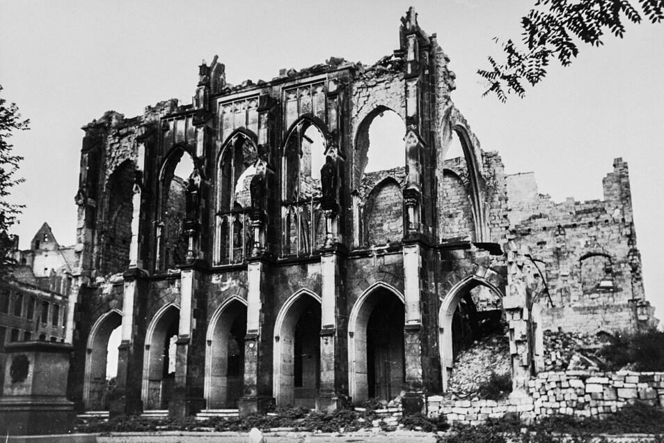 Nach den Bombardements 1945 war die Kreuzschule nur noch eine Ruine.