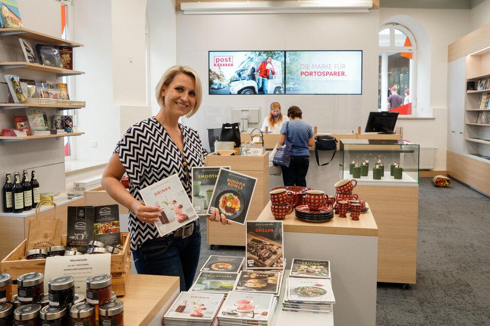 Alles neu am Lauengraben in Bautzen: Aus dem ehemaligen SZ-Treffpunkt ist das neue DDV Lokal geworden. Monika Mieth und ihre Kolleginnen bieten hier ab sofort neben Büchern noch viel mehr an.