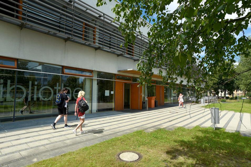 Das Gebäude von Mensa und Bibliothek auf dem Hochschulcampus in Zittau.