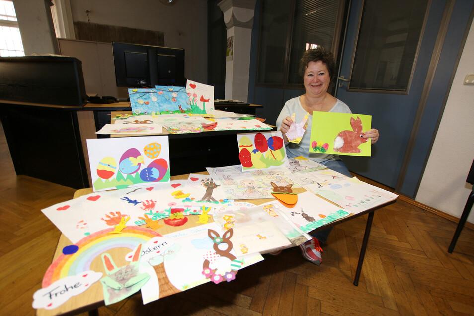 Antje Lange hat mehr als 70 Kinderzeichnungen und Basteleien an die Pflegeeinrichtungen in Roßwein weitergeleitet. Der Bürgermeister sagt allen Kreativen: Herzlichen Dank!