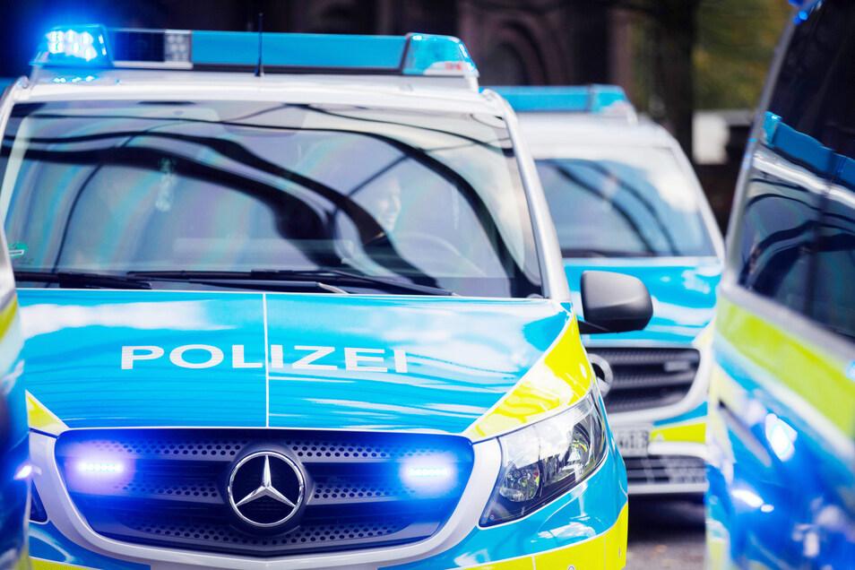 Die Dresdner Polizei hat am Mittwoch auch Massagestudios durchsucht, in denen offenbar verdeckt der Prostitution nachgegangen wurde.