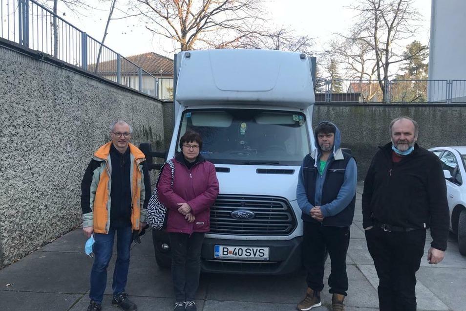 Das Auto der Hoffnung, wie Ulrike Naumann sagt. Eine kleine Spedition, die ohnehin nach Rumänien musste, packte die Päckchen und Hilfsgüter mit ein.