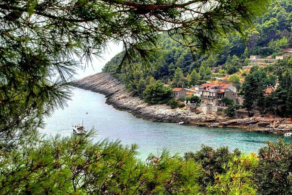 Idyllische Buchten und steinige Küsten sind charakteristisch für Kroatien.