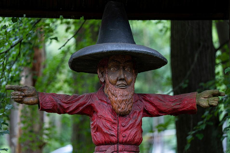 """Die Holzfigur: """"Räuber Pumphut"""""""