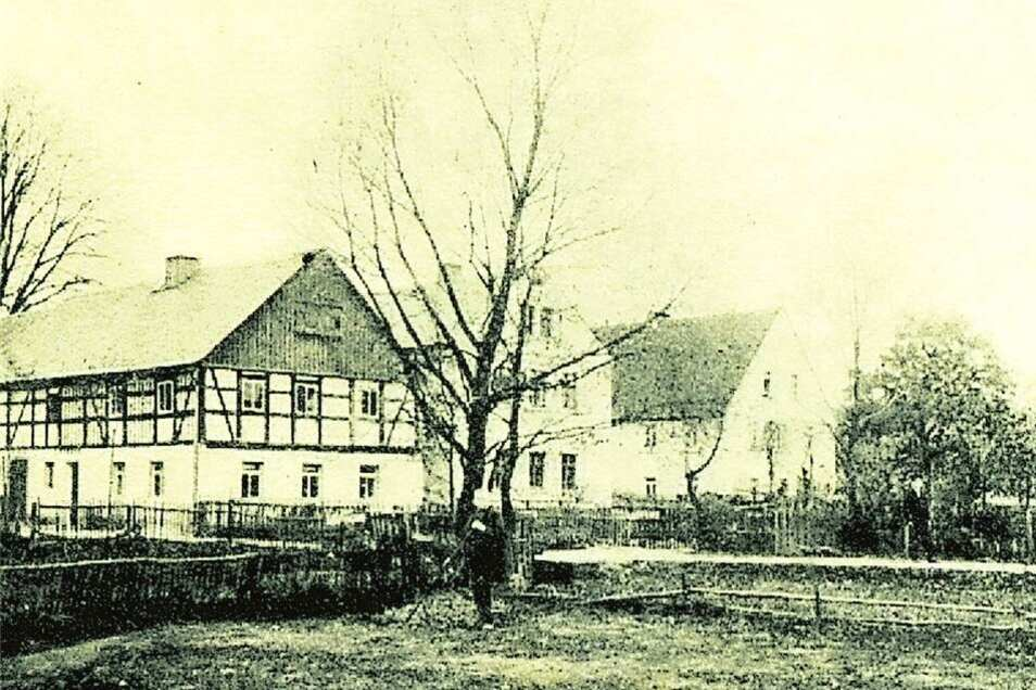 erstmals erwähnt 1353 als Borow Ort im Kiefernwald), gehörte zum Rittergut Glauschnitz, zuletzt 215 Einwohner, verlassen 1938. An Bohra erinnert eine Straße in Königsbrück.