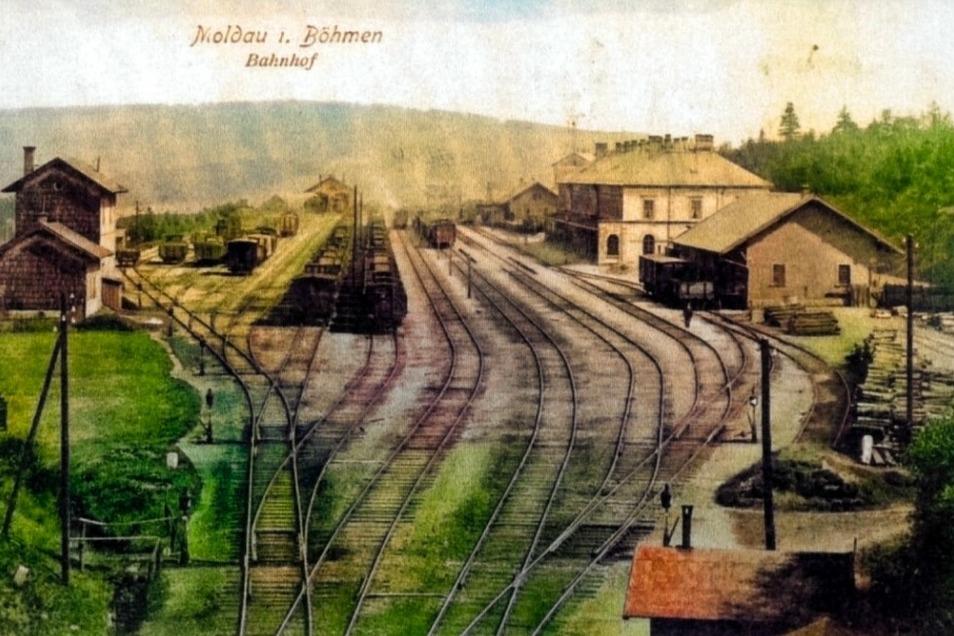 Der einst bedeutende Bahnhof Moldau, kolorierte Postkarte um 1910.