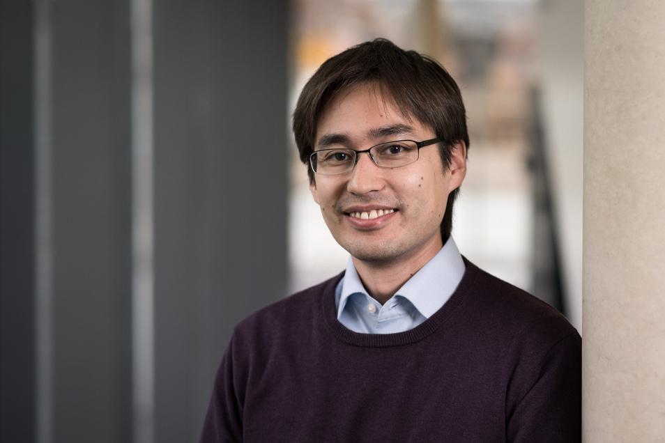 Prof. Dr. Stefan Neukamm, geboren 1980, ist Professor für Angewandte Analysis an der TU Dresden und wurde 2014 als Open Topic Tenure Track Professor im Rahmen der Exzellenzinitiative berufen.