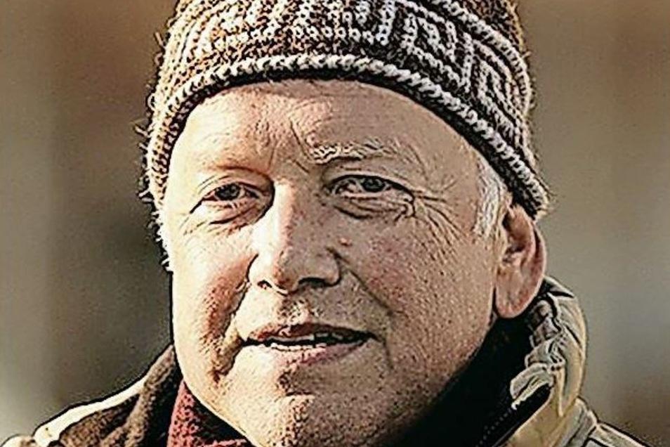 """Der erste Grüne: Gottfried Semmling (65/Bündnisgüne) saß seit 1. Februar 1991 ununterbrochen im Stadtrat: In der ersten Legislatur für das Neue Forum, ab 1994 dann für Bündnis 90/Die Grünen.  Ganz am Anfang war das Neue Forum mit vier Räten im Stadtparlament vertreten, später war Gottfried Semmling viele Jahre lang der einzige Stadtrat der Grünen. Erst 2009 erhielt er Verstärkung von Joachim Schulze. Jetzt sind die Grünen stärker denn je, erringen zum ersten Mal drei Sitze. Für Gottfried Semmling hat es diesmal aber mit 360 Stimmen nicht mehr gereicht. Er hätte gern noch weitergemacht, aber er habe sich ohne Wehmut damit abgefunden, dass für ihn jetzt Schluss ist: """"Es ist doch schön, dass junge Leute reinkommen. Die bringen ganz neue Impulse mit."""""""