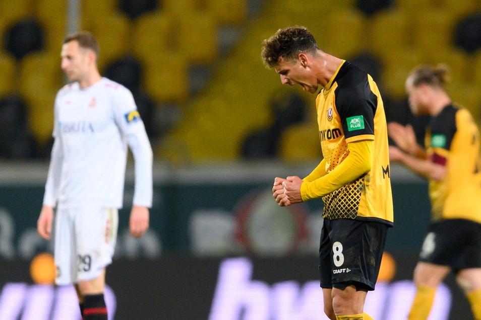 Heinz Mörschel ballt die Fäuste nach dem Abpfiff. Auch er weiß: Mit dem Sieg gegen Wiesbaden hat Tabellenführer Dynamo einen der Verfolger endgültig abgeschüttelt.