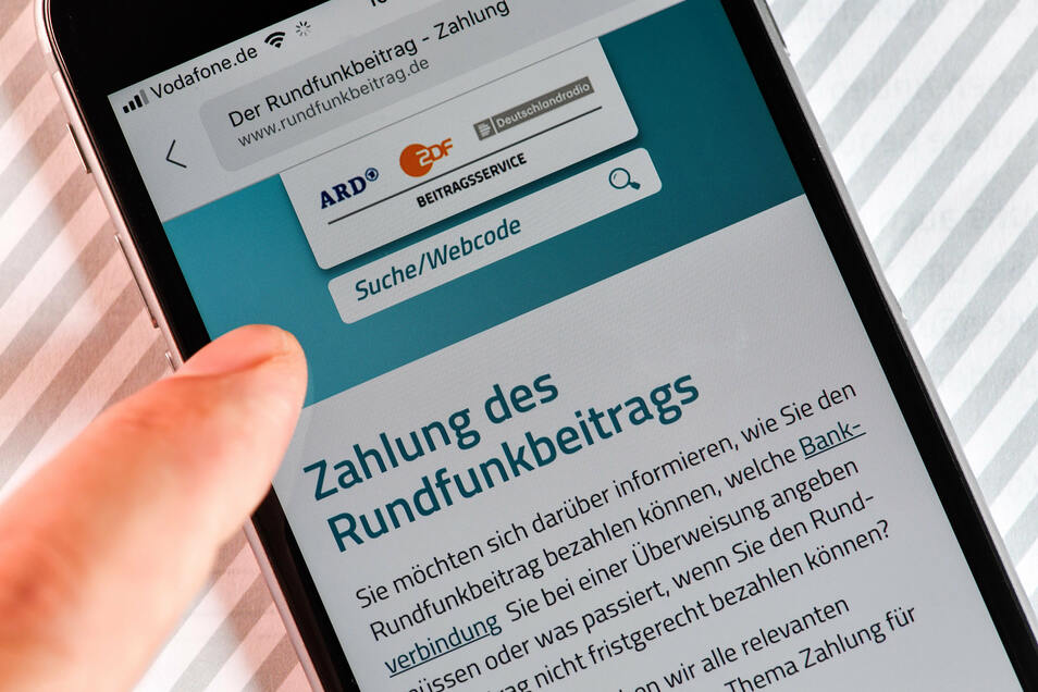 Der Rundfunkbeitrag in Deutschland soll von 17,50 Euro auf 18,36 Euro steigen. Wegen der Corona-Krise machen einige CDU-Politiker jetzt einen Rückzieher von der beschlossenen Erhöhung.