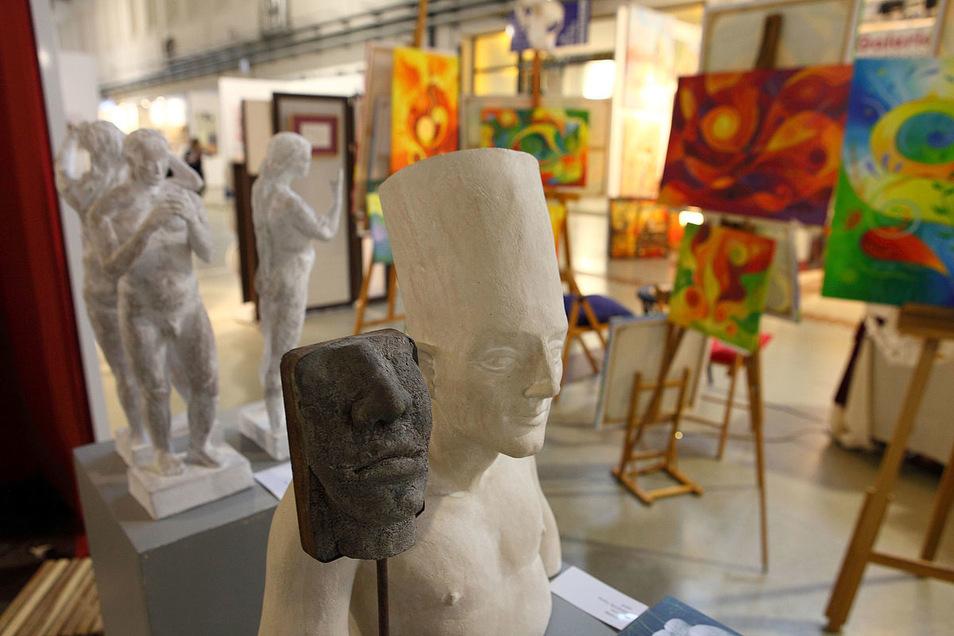 Einzigartige Skulpturen und Gemälde.