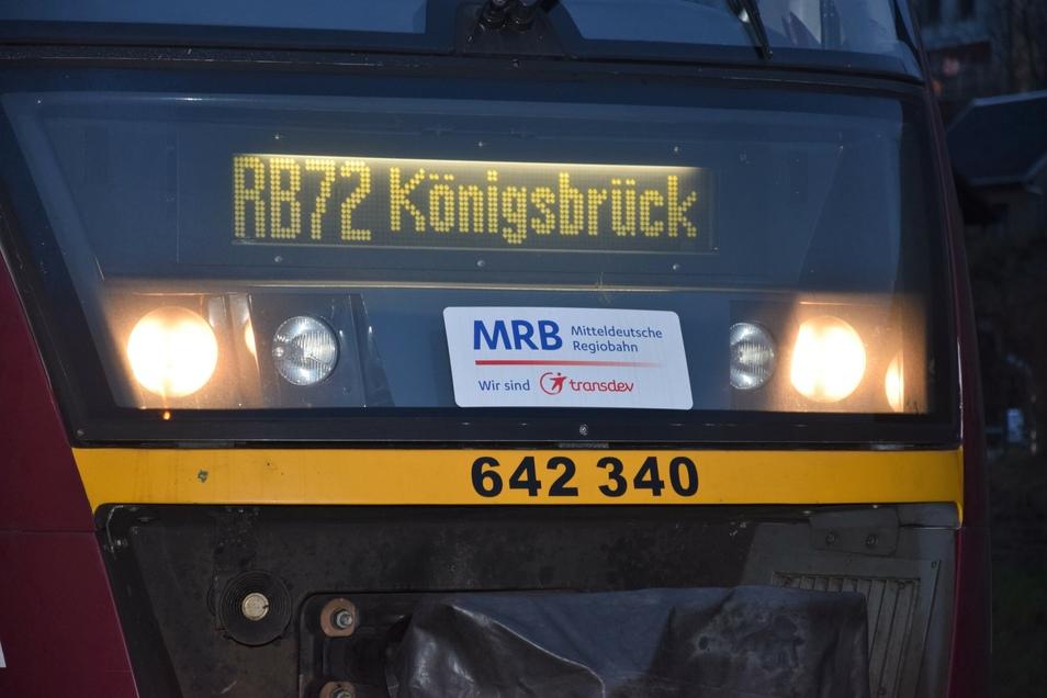 """Eisenbahnexperte Müller: """"Richtig klasse war, dass die Fahrzeugplaner der MRB den VT 642 340/840 'Stadt Königsbrück' für diese letzte Tour vorgesehen haben. Diese Zugzielanzeige wird es in Schlottwitz ab kommender Woche nicht mehr zu sehen geben."""""""