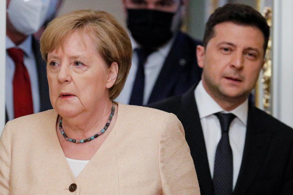 Bundeskanzlerin Angela Merkel (CDU) in Kiew gemeinsam mit dem ukrainischen Präsidenten Wolodymyr Selenskyj.