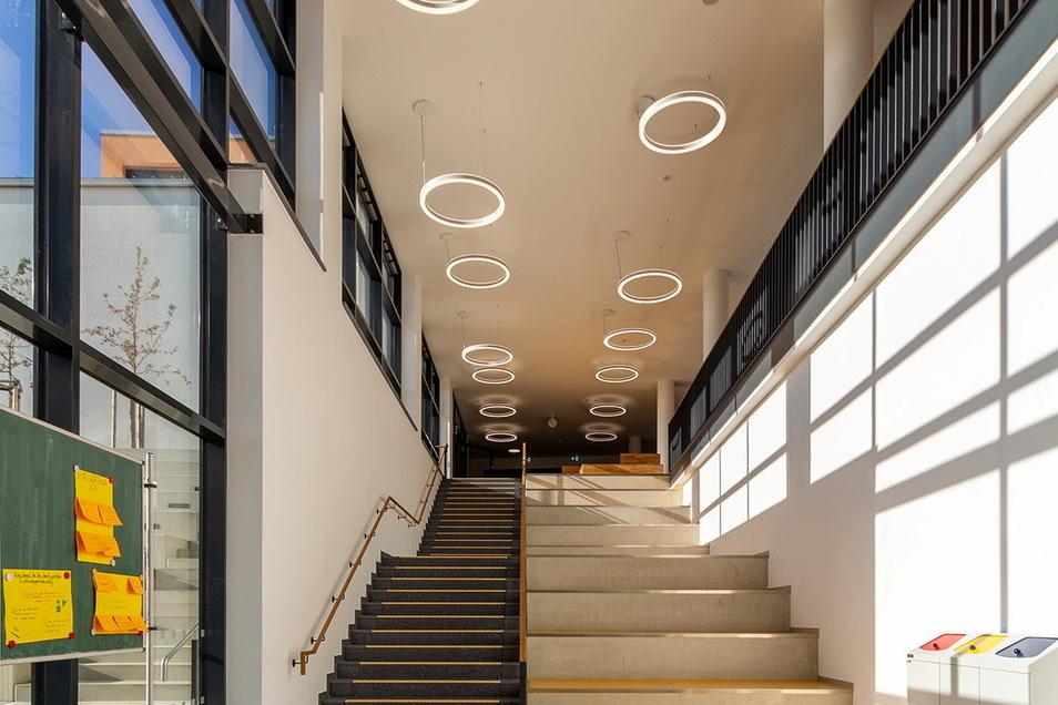 Großzügig gestaltet sind im Gymnasium Wilsdruff auch die Gänge und Treppenhäuser.