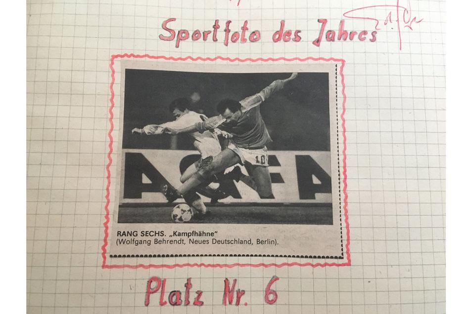 Das Foto von Wolfgang Behrendt hat er in sein Kritikbuch geklebt, oben rechts signiert von Trainer Eduard Geyer.Privatarchiv Jörg Stübner