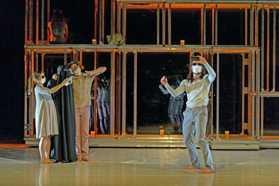 Bereits vor einiger Zeit inszenierte das Görlitzer Tanztheater ein Stück mit Mundschutz. In der nächsten Spielzeit wird es in einem Stück um soziale Distanz gehen.