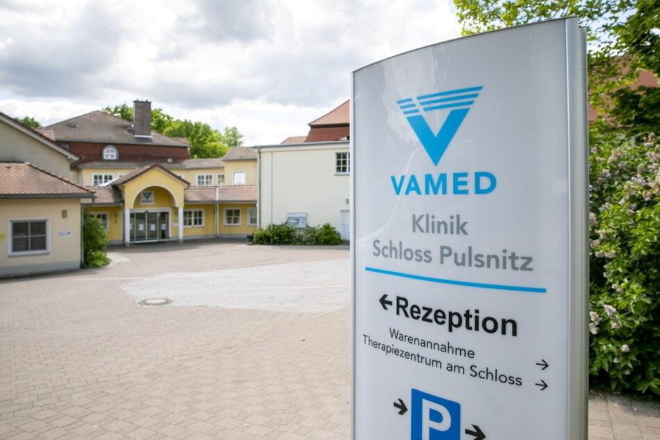 Angeblich gibt es nicht für alle Mitarbeiter der Vamed-Kliniken in Pulsnitz die Möglichkeit für kostenlose Corona-Tests. Sächsische.de hat nachgefragt.