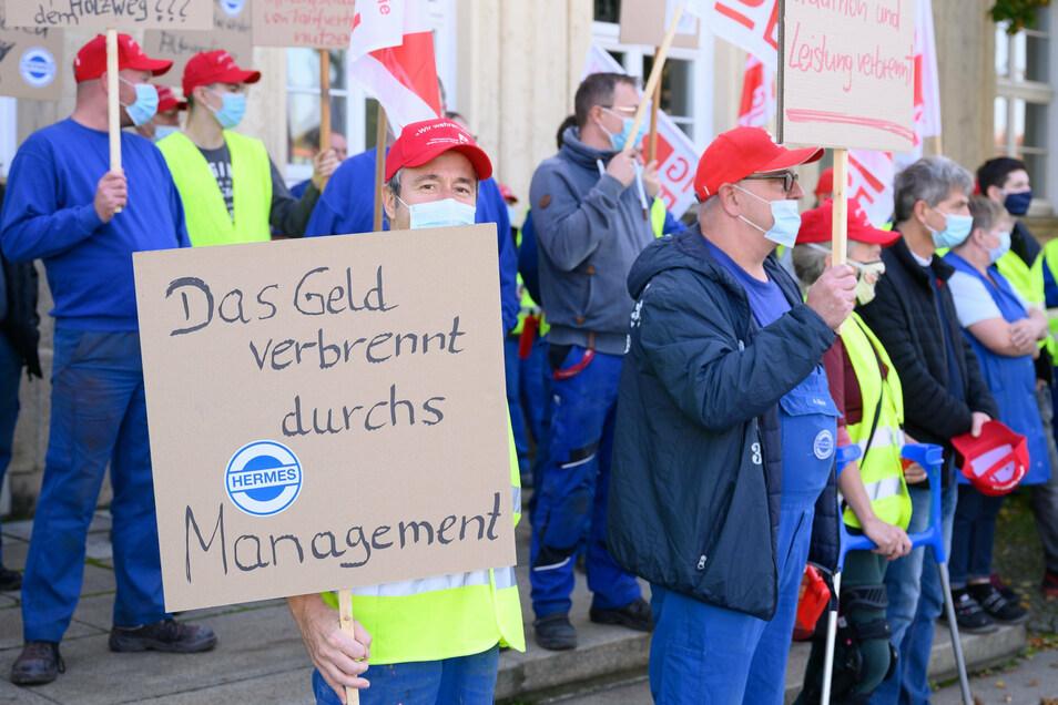 Protest vor dem Werkstor.