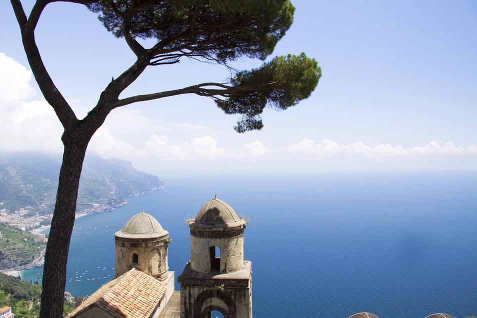 Ein Blick auf Amalfi von Ravello aus. Auch die beliebte italienische Strandregion leidet schwer unter der Corona-Krise.