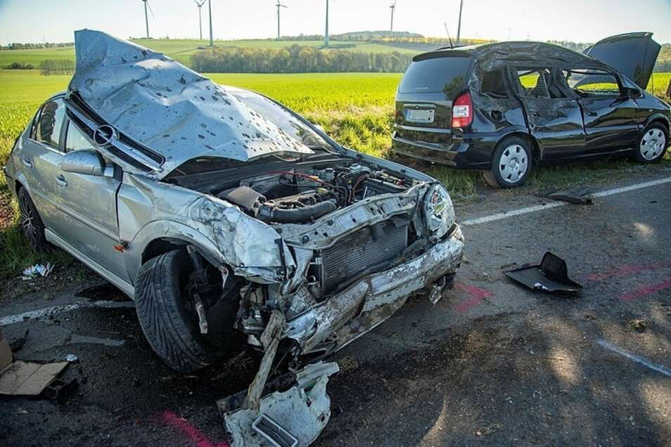 Im vergangenen Jahr gab es in den Landkreisen Bautzen und Görlitz insgesamt knapp 13.400 Verkehrsunfälle. Zum Beispiel stießen Ende April auf der Straße zwischen Burkau und Schönbrunn zwei Autos zusammen.