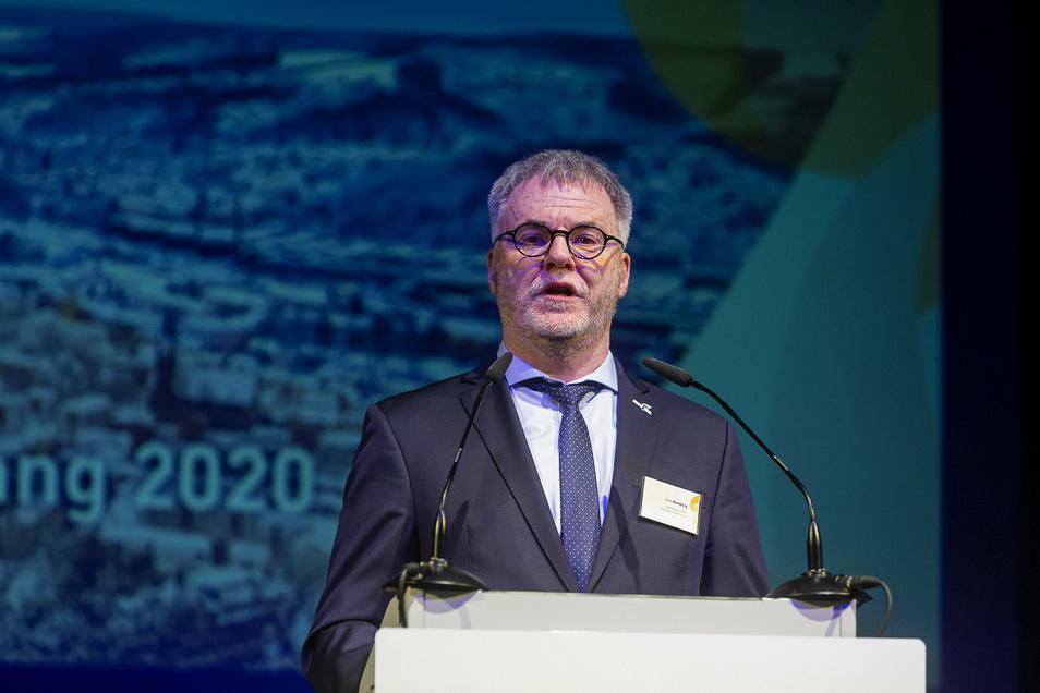 Freitals Oberbürgermeister, Uwe Rumberg, sorgt für stabile Verhältnisse im Kreistag.