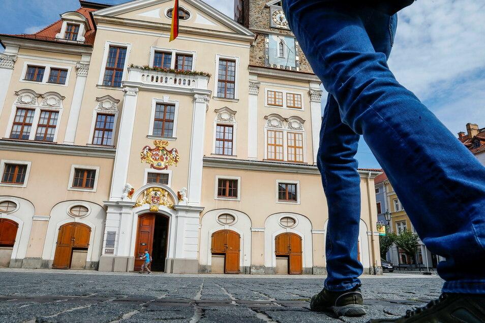 Für Löbaus Rathaus wird ein neuer Chef gesucht.