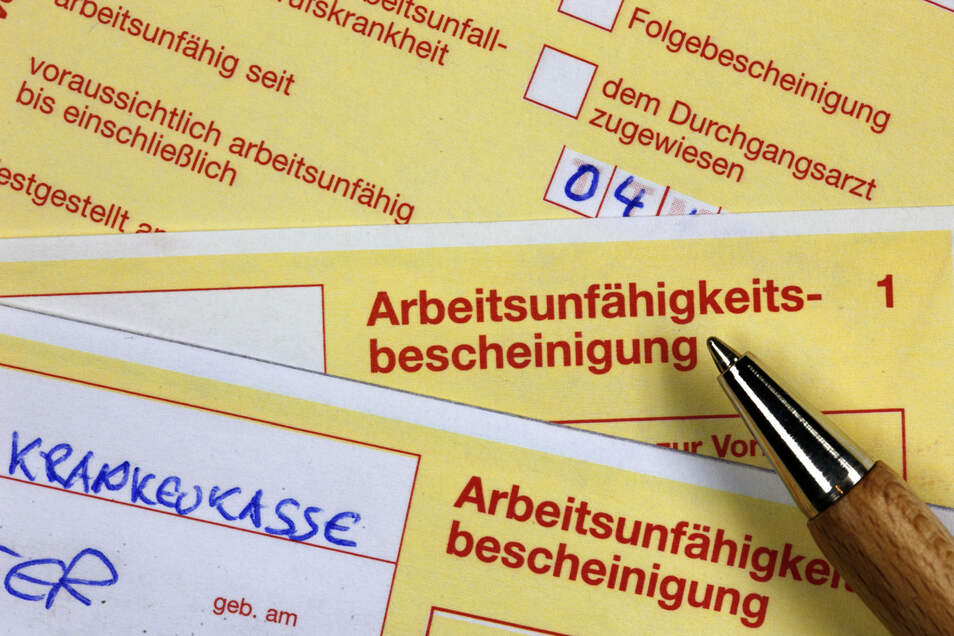 Die Arbeitnehmer in Sachsen haben sich 2021 bislang weniger krank gemeldet.