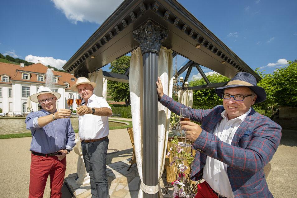 André König (r.) organisiert die Gartenmesse. Holm Wustmann und Andreas Vorwerk von der Firma Vowisol präsentieren dort ihre Wintergärten.
