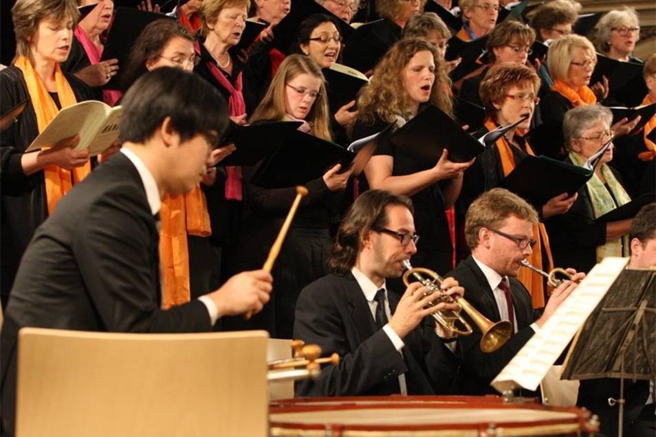 Klassik zum Auftakt Das Stadtfest wurde mit einem Konzert in der Stadtkirche St. Marien eröffnet. Die Sinfonietta Dresden spielte unter Leitung von Kirchenmusikdirektor Thomas Meyer Werke von Händel.