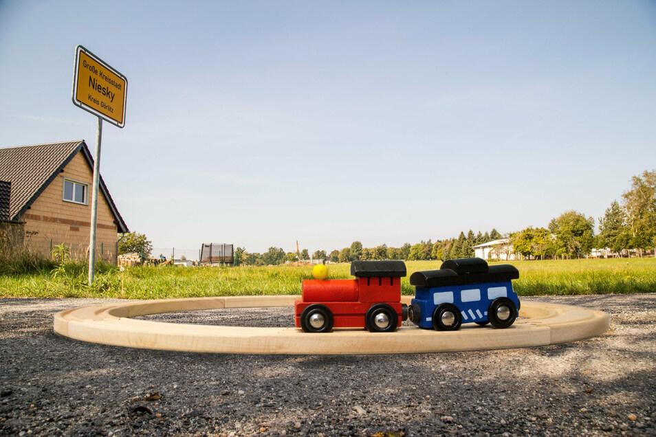 Große Aufregung im Nieskyer Stadtteil Neuhof. Nördlich davon könnte das geplante Testzentrum für Eisenbahntechnik in Sachsen (Tetis) gebaut werden. Eine nicht zu vertretende Lärmquelle für die Anwohner?