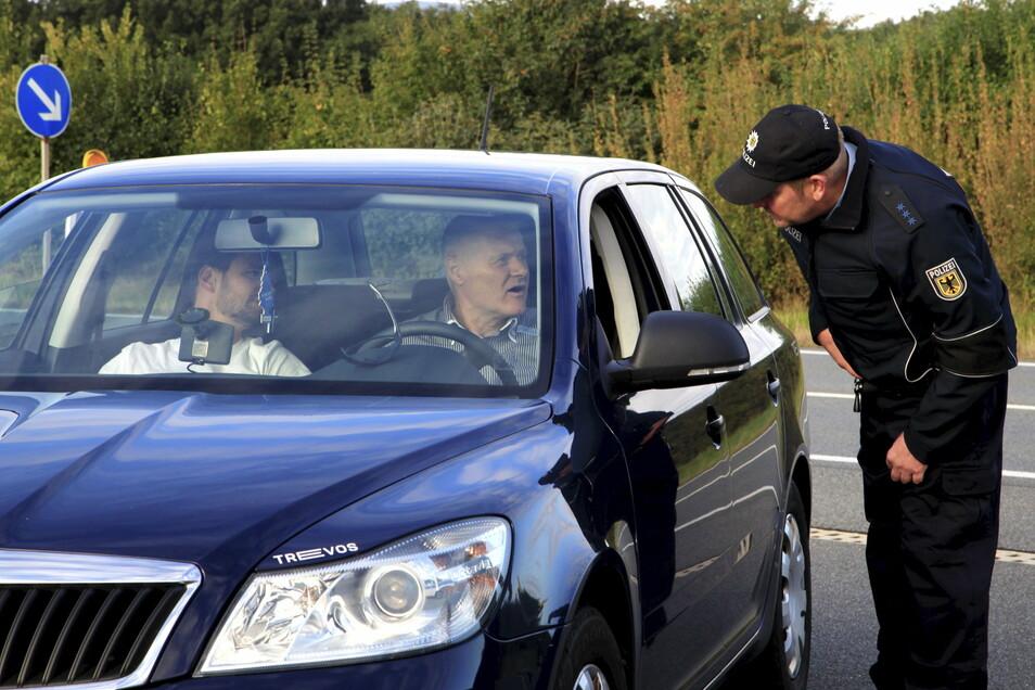 Müssen Fahrzeugführer ab kommender Woche mit Kontrollen rechnen, wenn sie den Landkreis Bautzen verlassen wollen? Entschieden ist noch nichts, im Gespräch jedoch einiges.