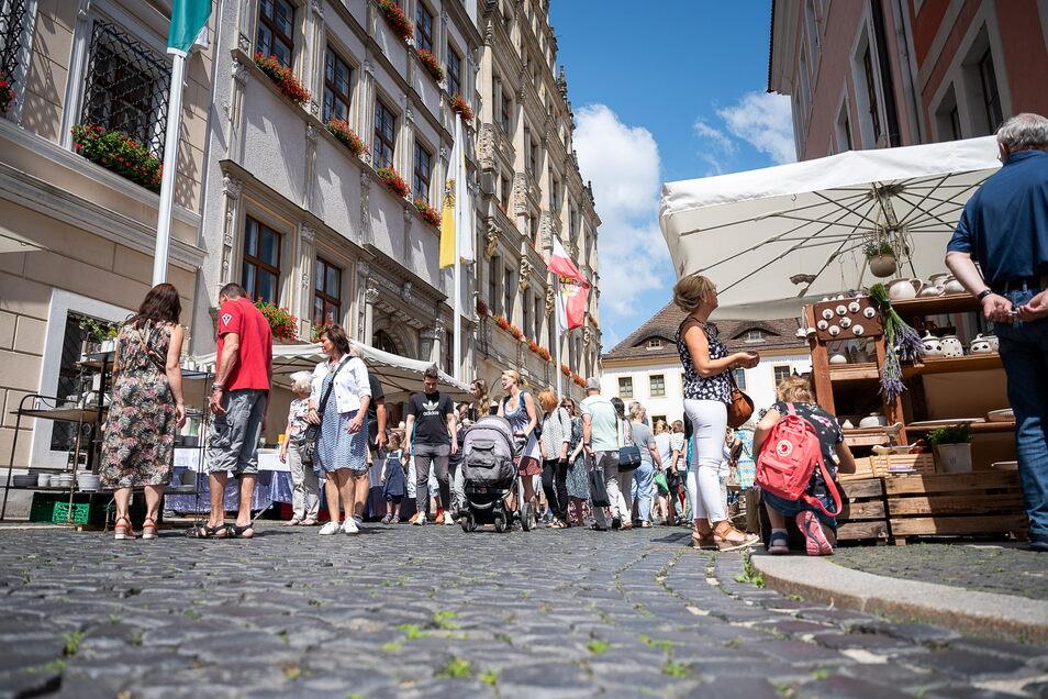 Auf dem Untermarkt, auch auf der Brüderstraße und dem Obermarkt präsentieren die Töpfer ihre Waren.