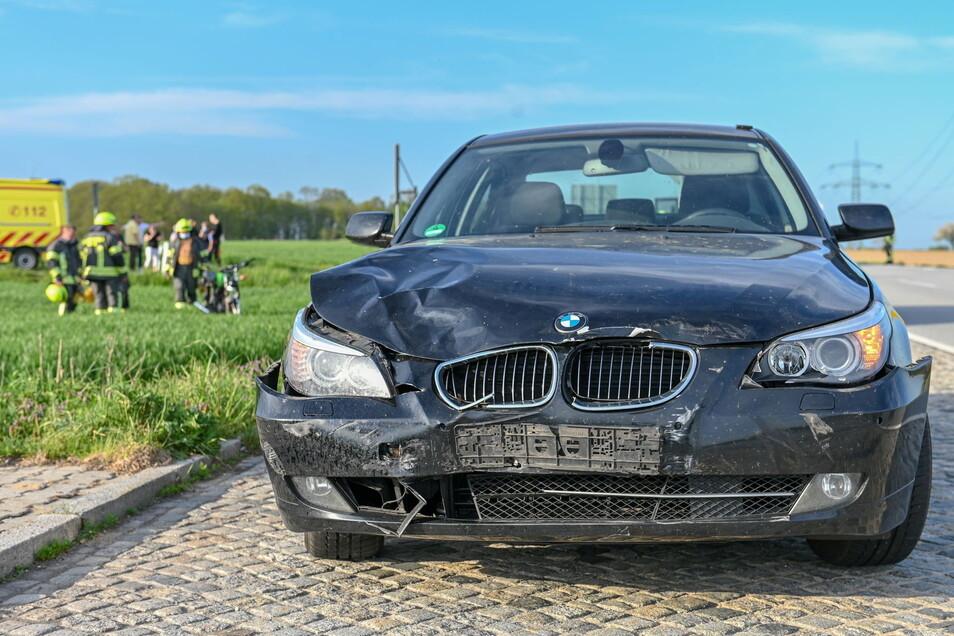Der Aufprall muss heftig gewesen sein, darauf weisen auch die Schäden am BMW hin.