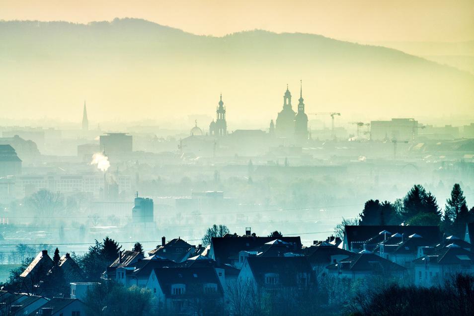 Dresden am Morgen - kurz nachdem die Sonne aufgegangen ist.