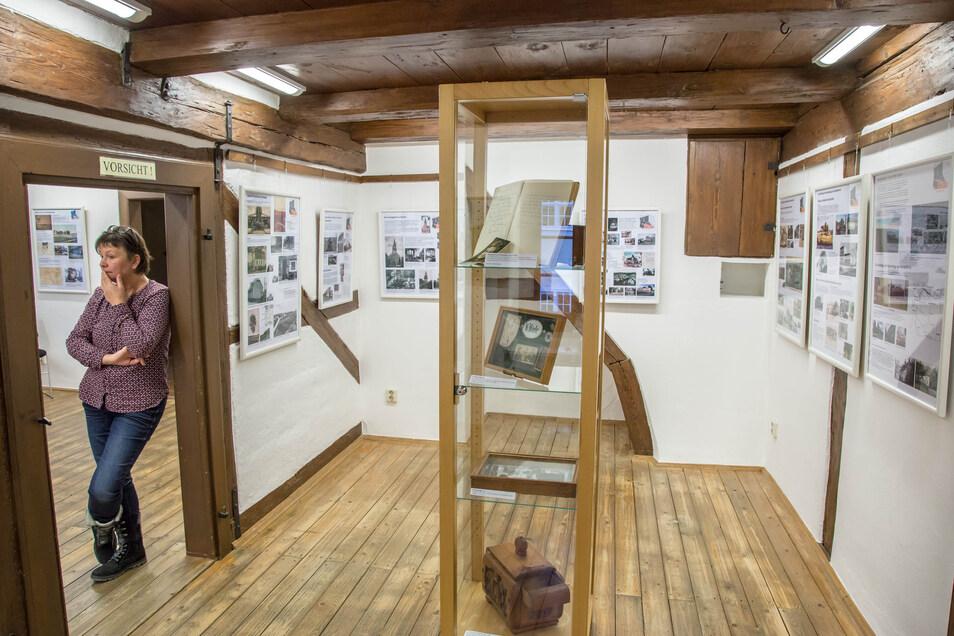 Ohne Besucher bleiben die Museumsräume im Raschkehaus in Niesky. Auch die Touristinformation ist geschlossen. Dennoch verbringt Museumsleiterin Eva-Maria Bergmann die Zeit nicht mit Warten. Vielmehr kann sie jetzt Liegengebliebenes aufarbeiten.