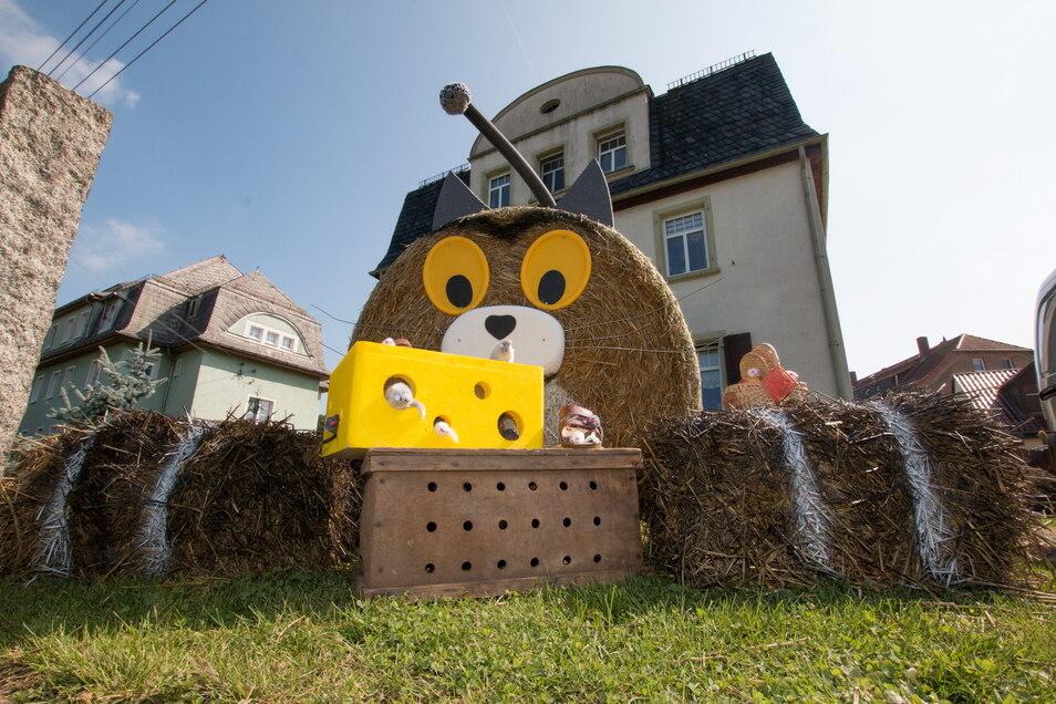 Diese Strohkatze von Familie Friedrich hat den Strohpuppenwettbewerb in Westewitz 2021 gewonnen.