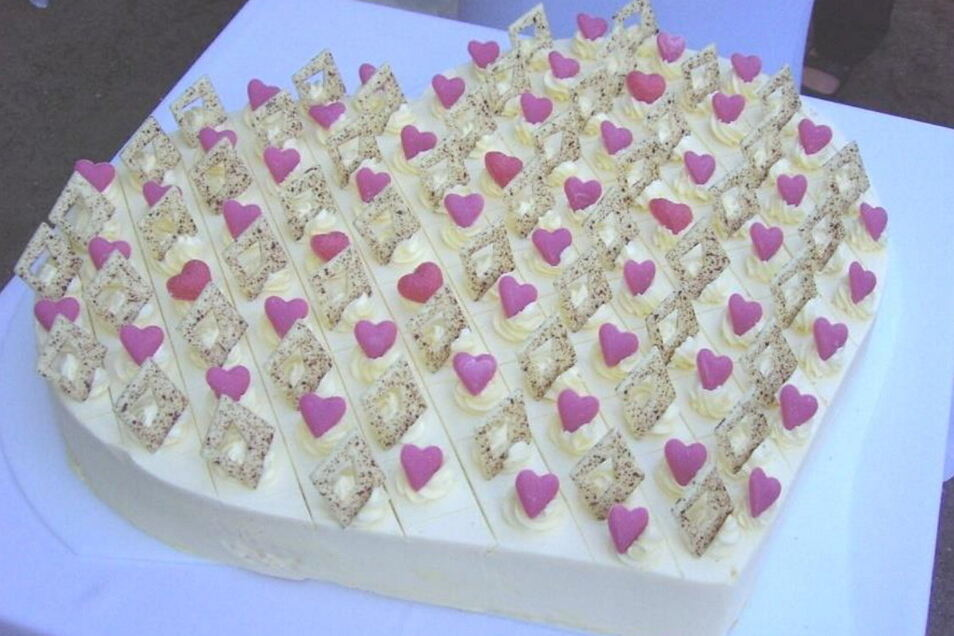 Diese Hochzeitstorte wird am Sonntag bei der Hochzeitsmesse in Schloss Schönfeld angeschnitten.
