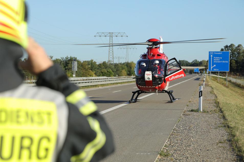 """Der Rettungshubschrauber """"Christoph 38"""" brachte den Notarzt zur Unfallstelle."""