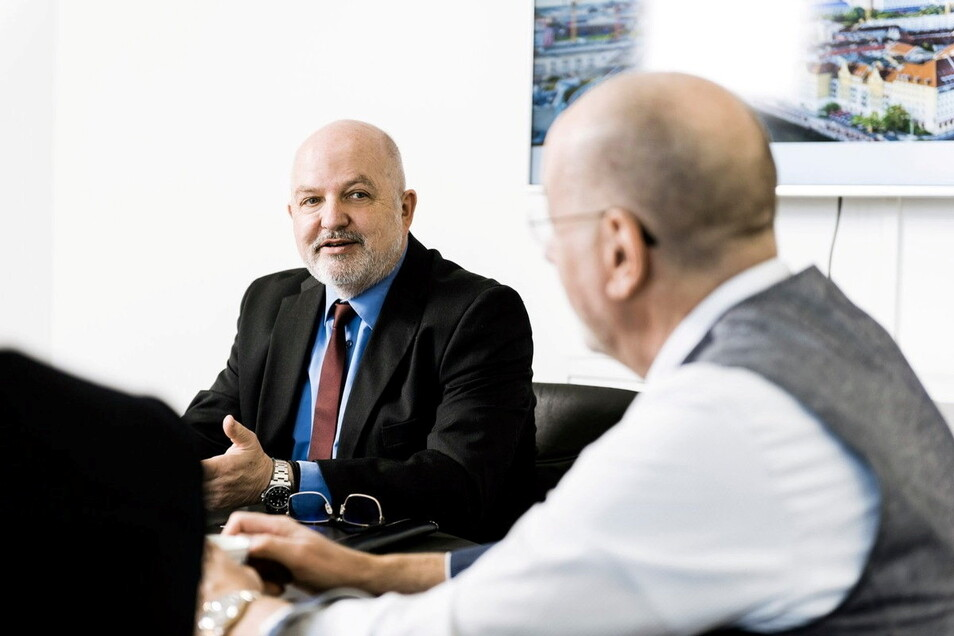 Charles Smethurs demonstriert auf einem Werbefoto der German Property Group den seriösen Geschäftsmann. Inzwischen hat er eingeräumt, Anleger getäuscht zu haben.