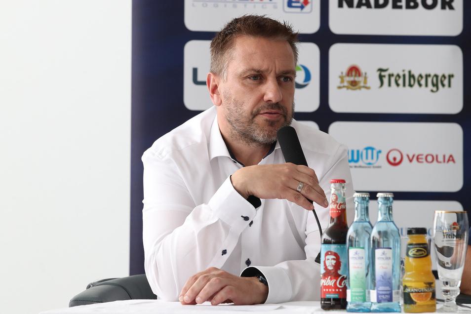 Füchse-Geschäftsführer Dirk Rohrbach hat derzeit viel Arbeit.