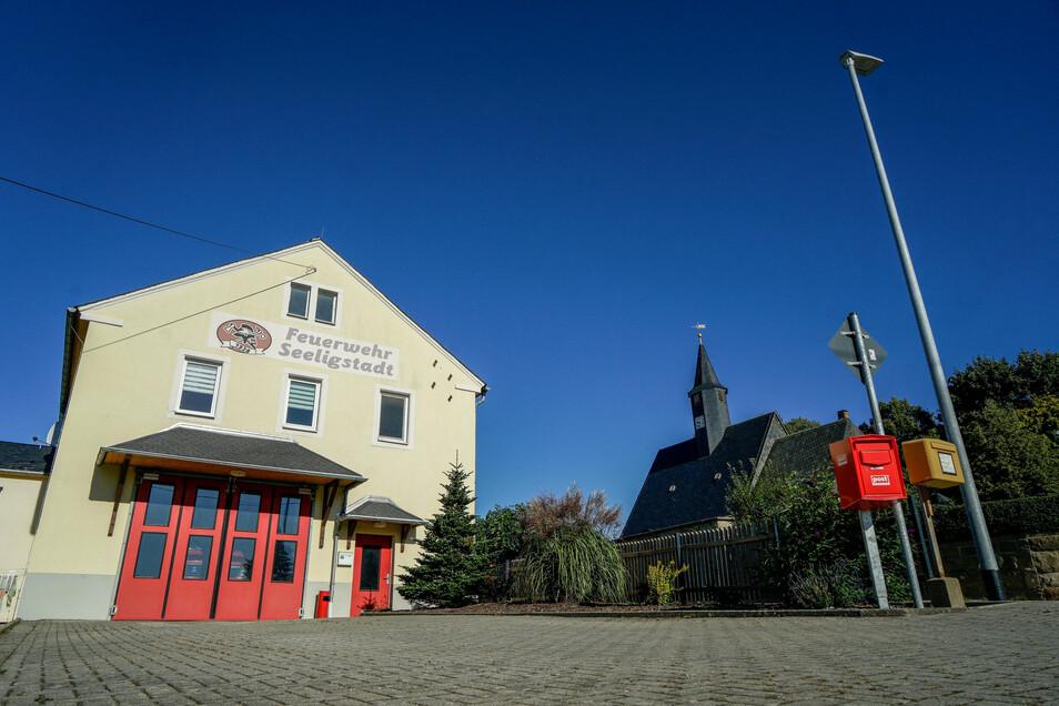 Im Gerätehaus der Feuerwehr Seeligstadt gab es ein Platzproblem. Dieses wurde durch einen Durchbruch zum Versammlungsraum gelöst.