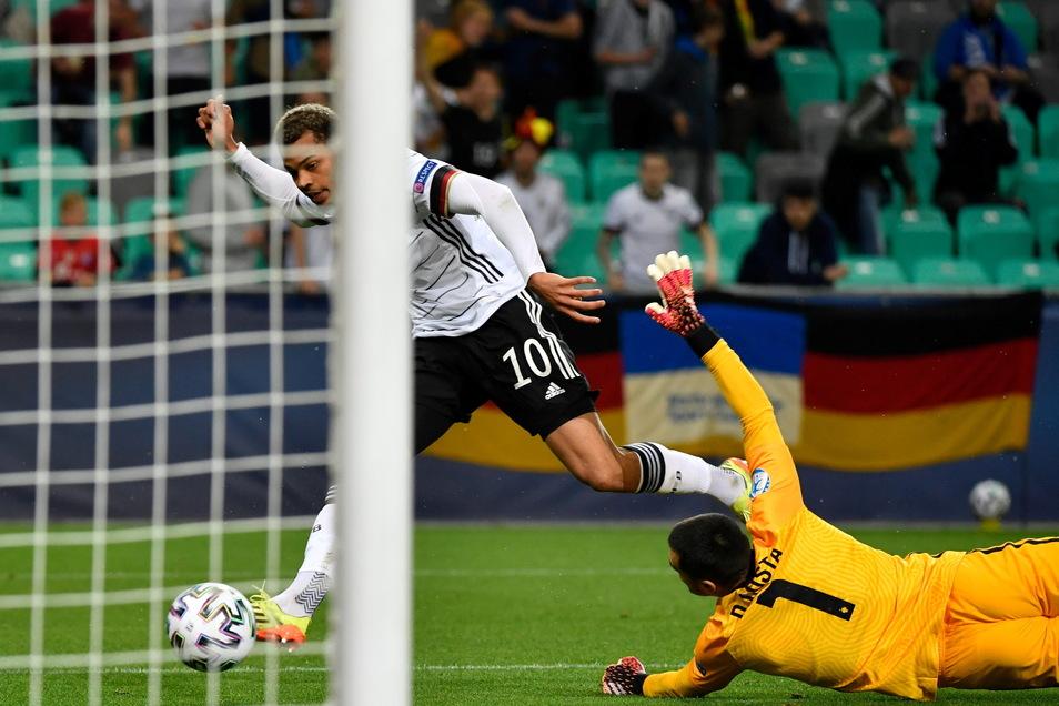 Lukas Nmecha erzielt das 1:0 für Deutschland.