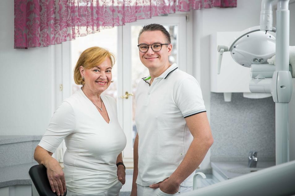 Seit 1991 betreibt Simone Pasternok ihre Zahnarztpraxis in Radeberg. Inzwischen behandelt auch ihr Sohn Rico Pasternok hier die Patienten.