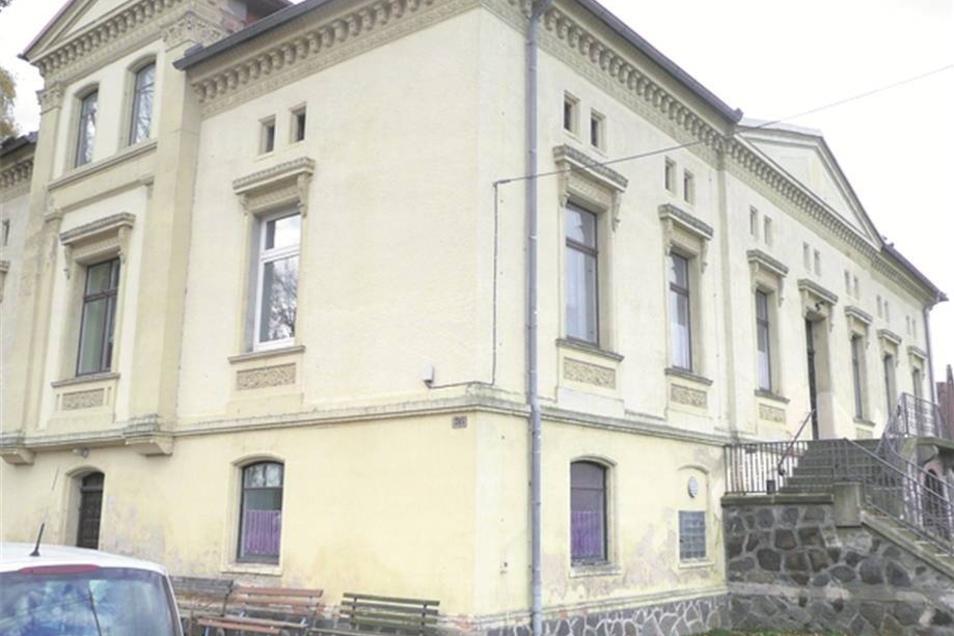 Pfaffendorf: Das sanierungsbedürftige Schloss wird von Jugend, Senioren, Sportgruppe, Ortschaftsrat und für Feiern genutzt. Weitere Nutzungsideen fehlen.