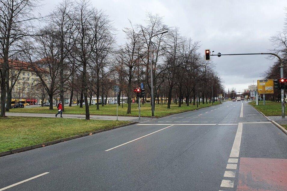 Auch Autofahrer werden auf der St. Petersburger Straße durch einen Rot-Countdown informiert, wann es für sie weitergeht.